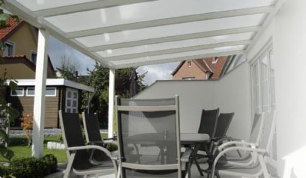 Verano offre 3 types de toitures différentes, qui sont toujours faites sur mesure pour vous. Vous pouvez choisir entre le basique avec Iseo, le multifonctionnel avec Garda ou le chic avec Riva. Tous les modèles sont excellents en robustesse et stabilité.