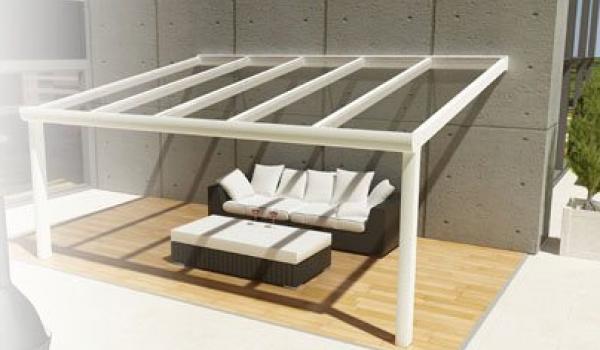 Vous avez le choix entre de nombreuses options complémentaires, comme la protection solaire, l'éclairage, des parois vitrées ou des screens Ritz. Vous décidez le confort de votre toiture.