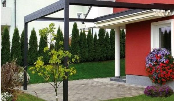 La Padua et la Padua Quadra sont deux luxueuses toitures de terrasse repliables de Verano®. Elles sont placées contre votre façade, en prolongation de votre logement. Grâce à la toile anti-UV repliable, vous régulez vous-même la quantité de soleil désirée.